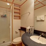 12captain-stateroom-bath-rev