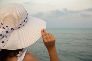 woman-looking-at-the-sea
