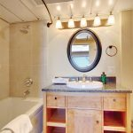 Commodore Suite bathroom