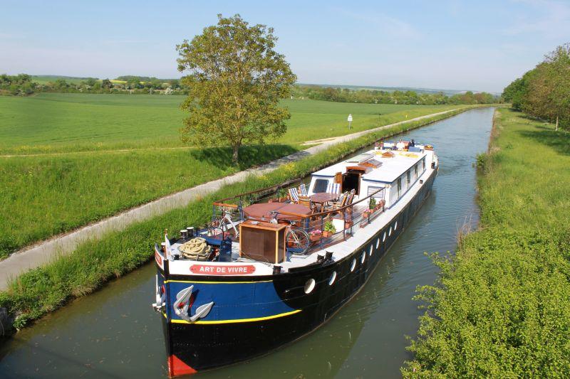 l'art de vivre barge canal cruise European France pastoral
