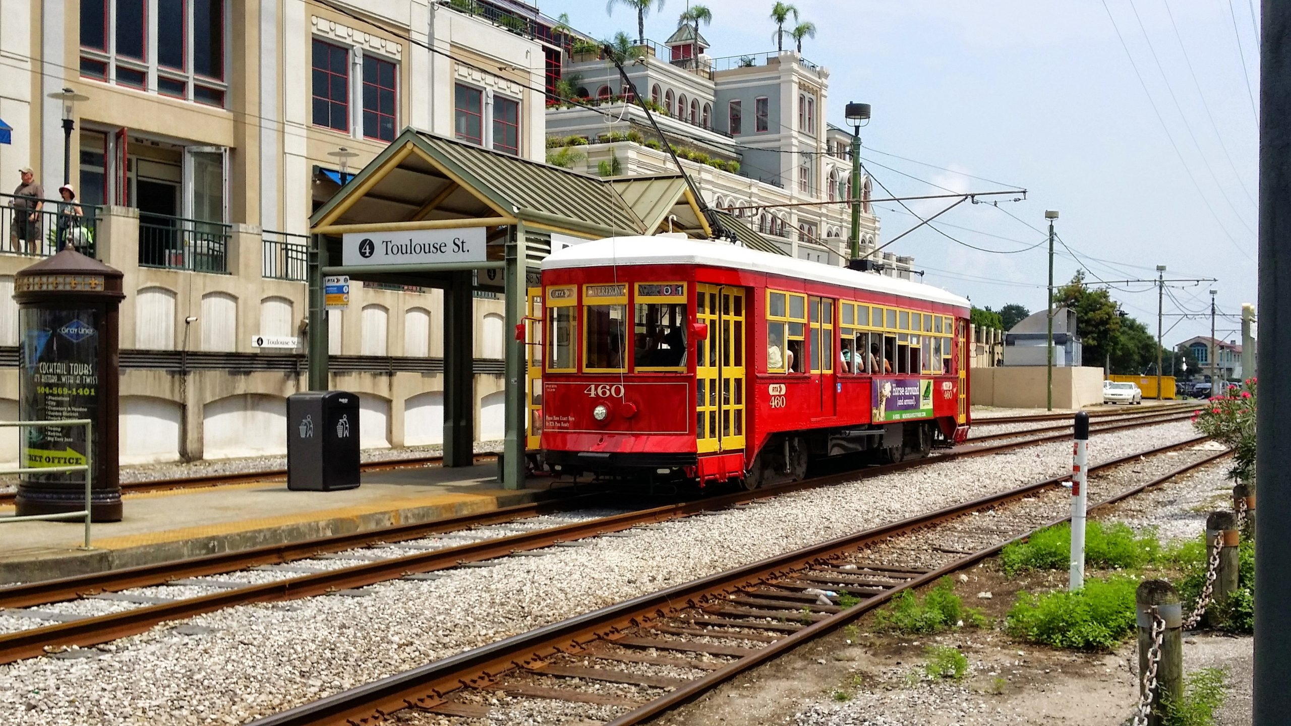 new orleans cable car at toulouse street